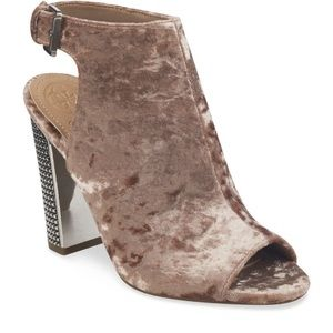 NEW Guess Geogia Open Toe Velvet Stud Block Heel